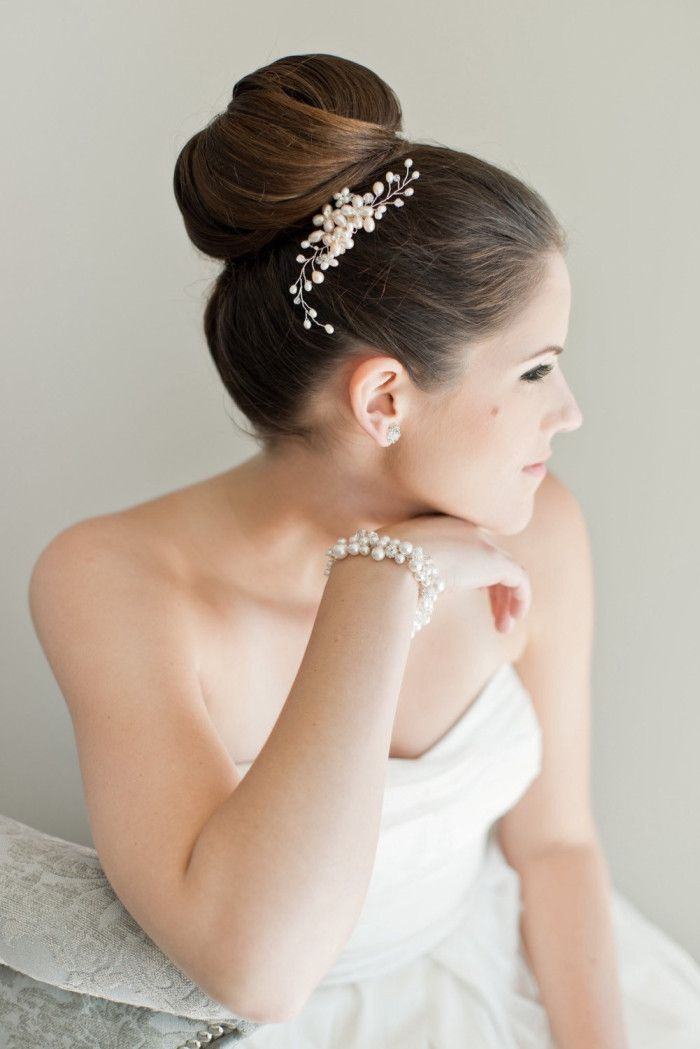 Wedding hair bun and Bridal Hair Comb with Freshwater Pearls by Sarah Walsh Bridal | Photography by Laura Kelly Photography