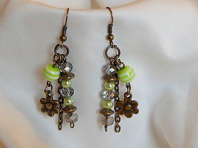 boucles d'oreilles pampilles perles et breloque fleur  €3.15