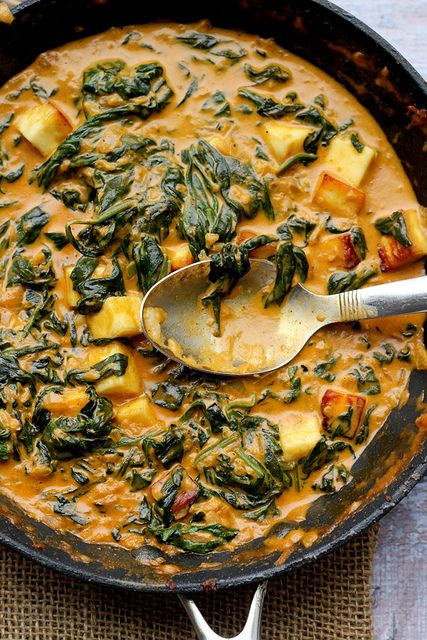 ❥ Saag paneer a classic north Indian dish that is made up of fried paneer cheese and a creamy spinach sauce.