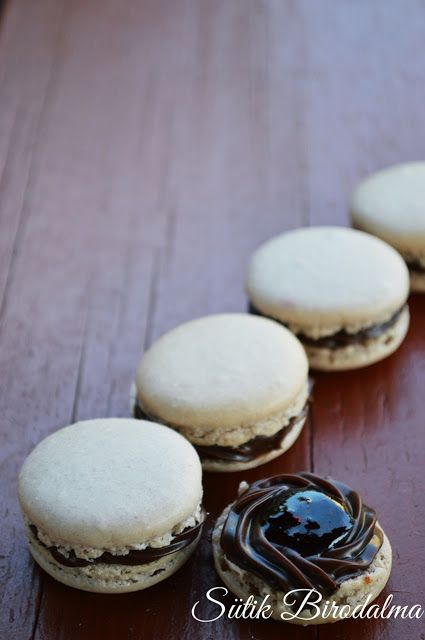 SÜTIK BIRODALMA: Csokoládés-erdei gyümölcsös macaron