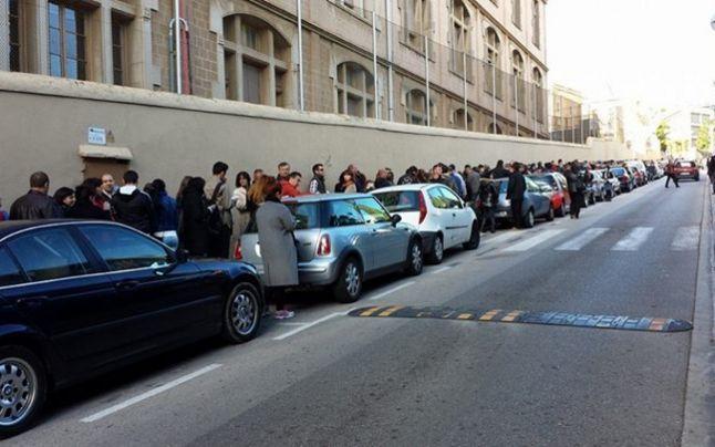 Alegeri prezidenţiale 2014. Mii de români stau la coadă la secţiile din Munchen, Paris, Viena, Madrid şi Londra - #Diasporavoteaza (Barcelona)