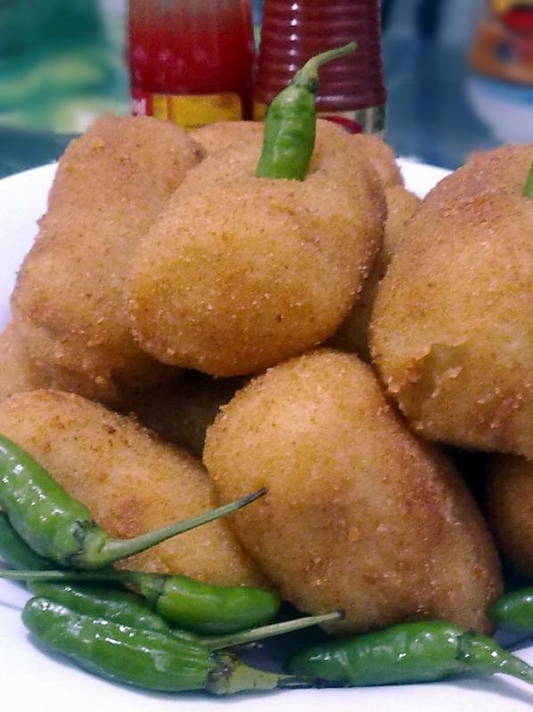 Kroket, pure potatoes filled with mix vegetables and chicken