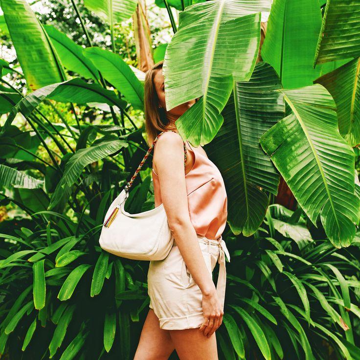 Классическая кожаная сумочка с оригинальной плетеной ручкой для воздушного городского образа💫 Арт: GD4276-CK0012-CK0026-F0010-CK0006 #respectshoes #iloverespect #shoes #ss17 #shopping #обувьреспект #шоппинг #лето #летовrespectshoes