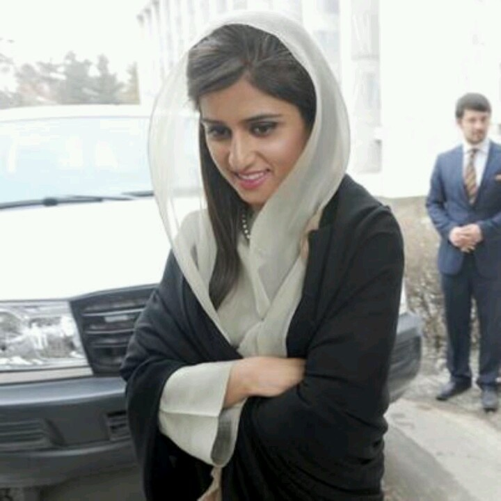 hina rabbani khar in black n white