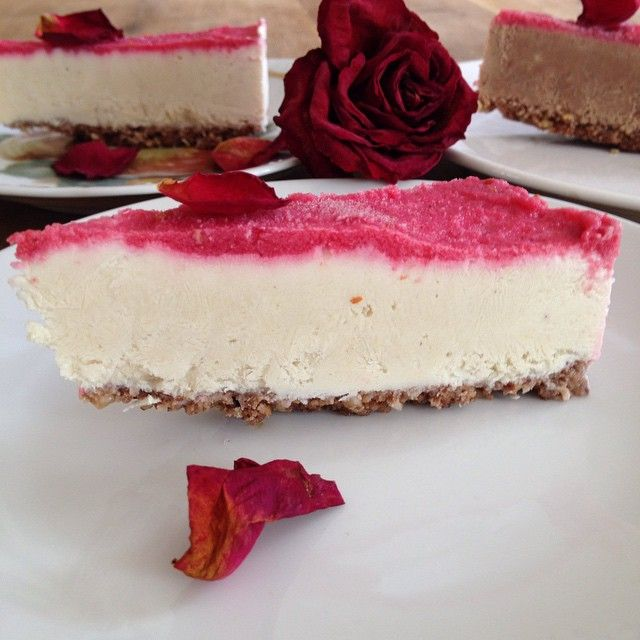 Created a romantic RAW cheese cake with romantic mood. Already sold out for the weekend cafe. Customers feedback that it taste really like cheese! The roses from a customer who was came here shopping after the shop closed. For the special opening time, I got this bunch of rose Life is good! #rawfoodcheesecake,#rawfoodcafe,#trädgårdscafe, #gårdsbutik