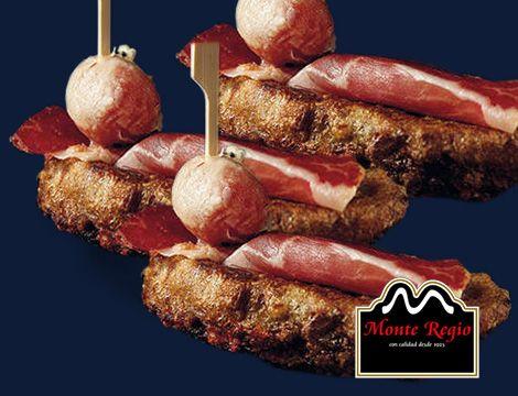 Torrijas de vino tinto con tomates cherry y jamón ibérico #MonteRegio ¡A comer!