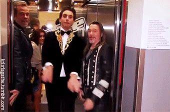 Mika leaving the elevator...ahahahah