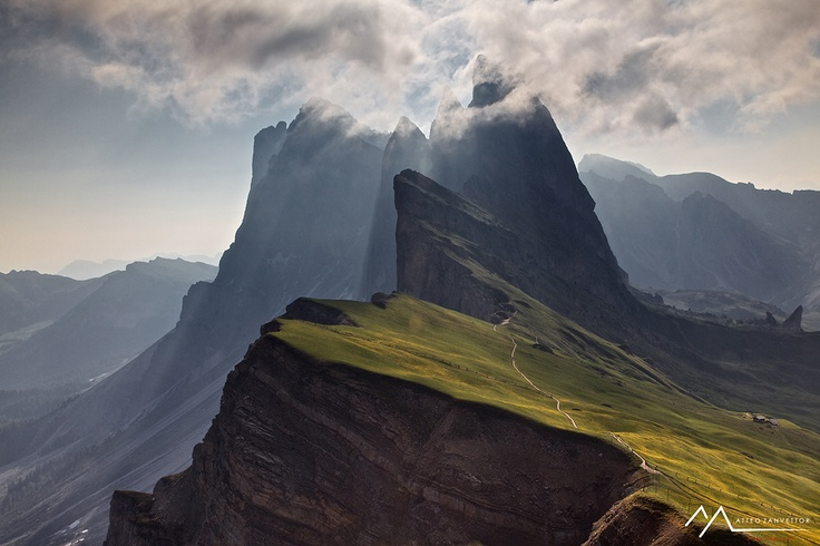 Dolomites ODLE Mountain Group, South Tyrol (photo: Matteo Zanvettor)
