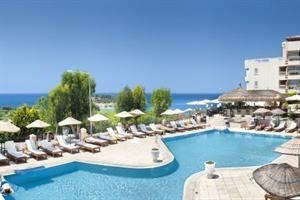 Turkije Egeische Kust Kusadasi  Het Carina Hotel is gelegen op ca. 500 meter van de haven en het strand en op ca. 1 kilometer van de bazaars. Minibusjes rijden elke 5 minuten voor het hotel langs. Het stadscentrum met winkel-...  EUR 373.00  Meer informatie  #vakantie http://vakantienaar.eu - http://facebook.com/vakantienaar.eu - https://start.me/p/VRobeo/vakantie-pagina