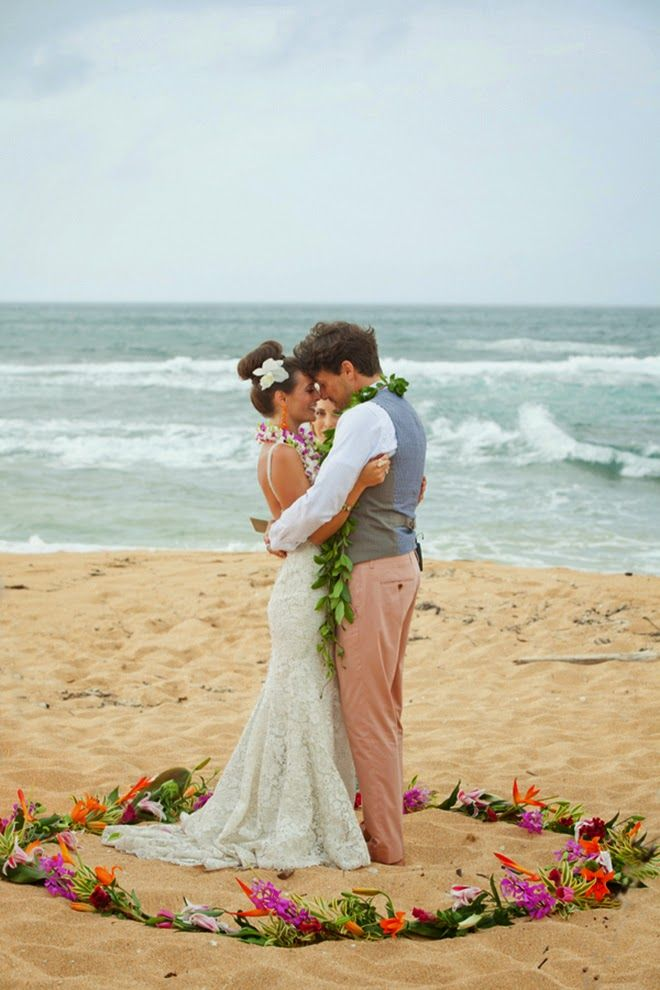 Beutiful And Intimate Destination Wedding In Hawaii Belle The Magazine Wedding Beach Ceremony Hawaii Wedding Hawaii Beach Wedding