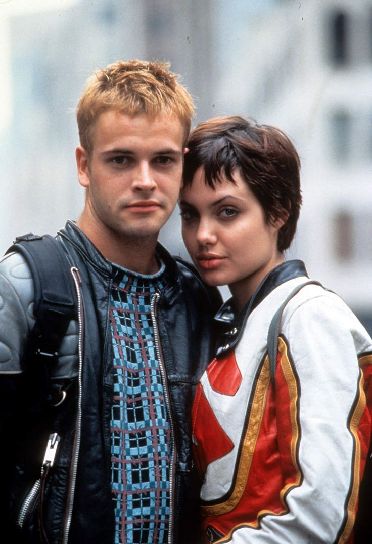 Jonny Lee Miller as Dade Murphy with Angelina Jolie as Kate Libby in #Hackers (1995).