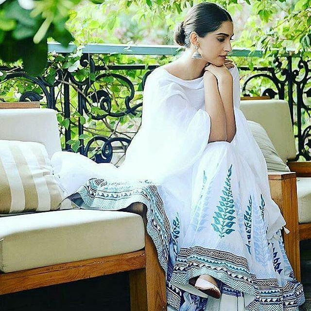 Sonam Kapoor giving us some #SummerVibes! Looking lively in #AnitaDongre anarkali  @BollywoodMagazines  . #bollywoodstylefile #stylefile #india #indian #desi #Fashion #Bollywood #BazaarLoves #BazaarStyle #SonamKapoor #Mumbai #India