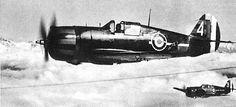 Patrouille de Curtiss H-75 appartenant au groupe de chasse GC-115. Ils arborent sur le capot-moteur et la dérive les bandes rouges et jaunes. Pin by Paolo Marzioli