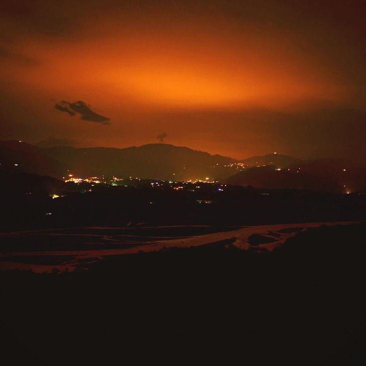 Cae la noche en el Río Cauca. Camina con nosotros. #SYOUandColombia #night #noche #riocauca #sunset #WalkWithUs