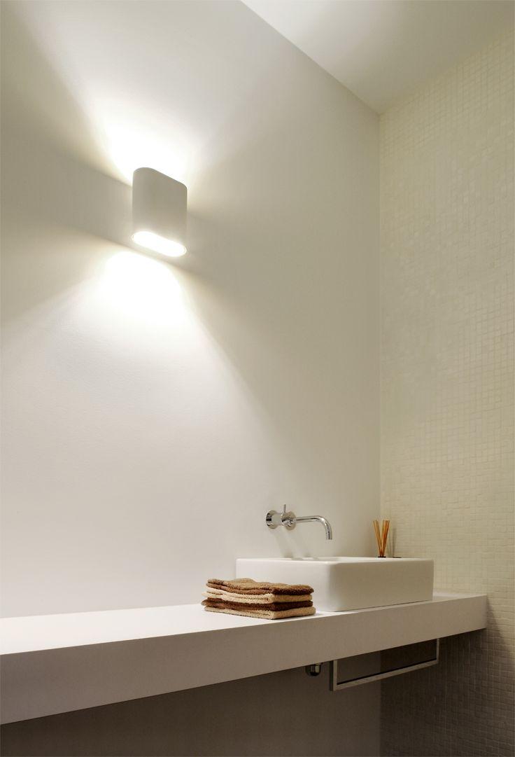 Badkamertrends 2018 - De hotelervaring bij je thuis -Wat betekent luxe voor jou? Is het een gouden randje … of tijd voor jezelf? Je volledig ontspannen of genieten zonder schuldgevoel? In 2018 vinden we luxe in kleine en grote dingen. Maar sowieso is de badkamer een plek waar we er ten volle van kunnen genieten. We bundelden alvast enkele opvallende nieuwkomers in badkamerland. #badkamertrends #bathroom #2018