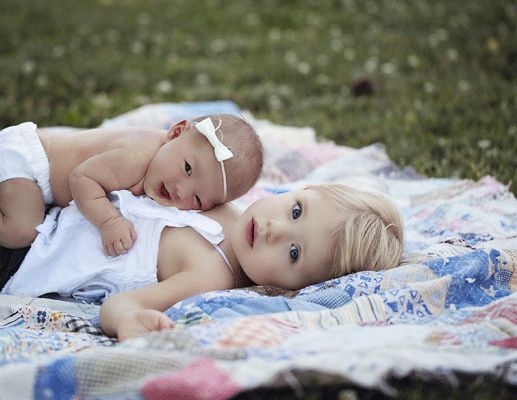 very cute newborn shot ideas...with big, sis laying behind on her side looking over