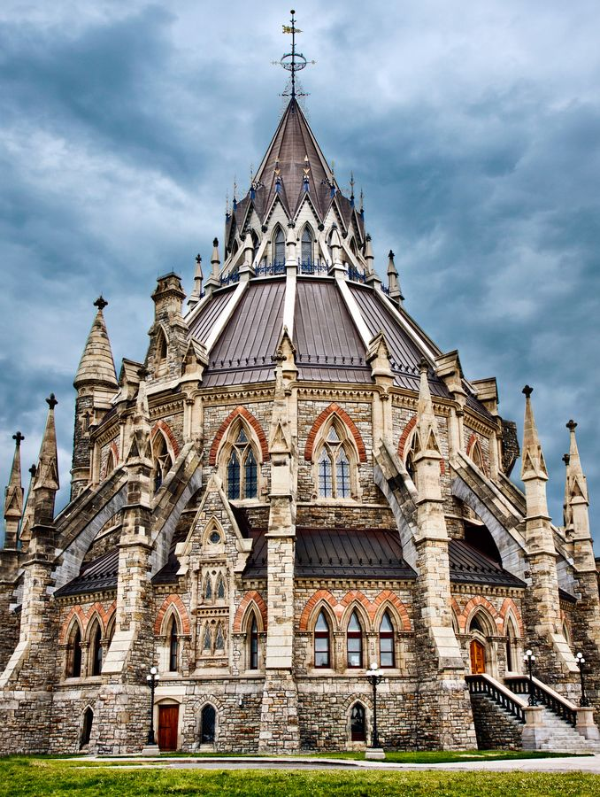Ottawa Library by Tetyana Kovyrina