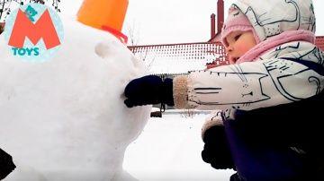 ❤ Лепим снеговика и красим снег. Наш Зимний ВЛОГ http://video-kid.com/10647-lepim-snegovika-i-krasim-sneg-nash-zimnii-vlog.html  Сегодня мы лепим снеговика. Мы попробуем его покрасить гуашью, разведенной в воде, и посмотреть, что из этого получиться. Кто сказал, что нельзя красить снег?Ставьте лайки и подписывайтесь на мой канал. Я постараюсь показать, как весело быть ребенком. Вместе мы сможем погрузиться в прекрасный мир – Детство! Среди моих игрушек вы сможете увидеть героев из любимых…
