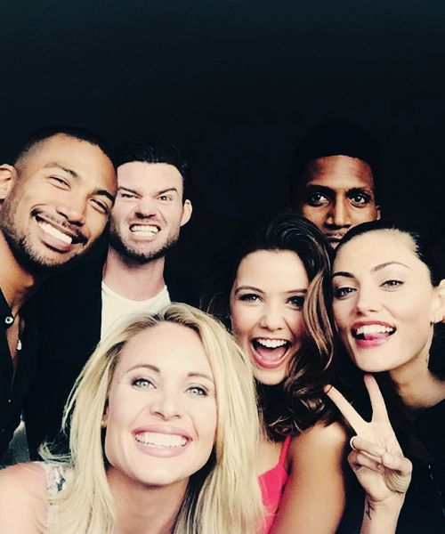 Daniel Gillies, Charles Michael Davis, Yusuf Gatewood, Leah Pipes, Danielle Campbell & Phoebe Tonkin