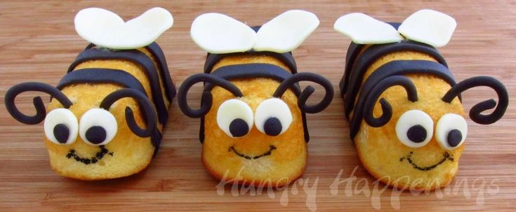 little bee cakes made out of twinkies or golden cakes, they're so cute!!!!