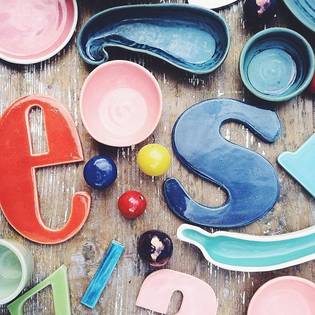 #ceramikazlanckorony #lanckorona #ceramika #pottery #typography #handmade #polishdesign #tableware #decoration #mess #colors #colorsplash