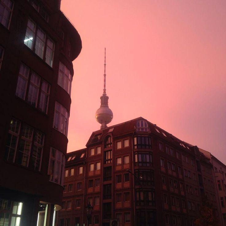 Sieh Dir Dieses Instagram Foto Von Kiezcouture An Gefallt 141 Mal Berlin Instagram Empire State Building