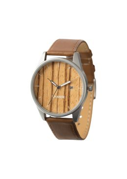 Our NOA is boho-inspired and suitable for men as well as for women. This watch scores by means of the minimalist design, the small weight and the high wearing comfort. The light brown leather strap harmonizes perfectly with the stainless steel case and the real wood Zebrano dial. The fine display of the date rounds off the purist style.