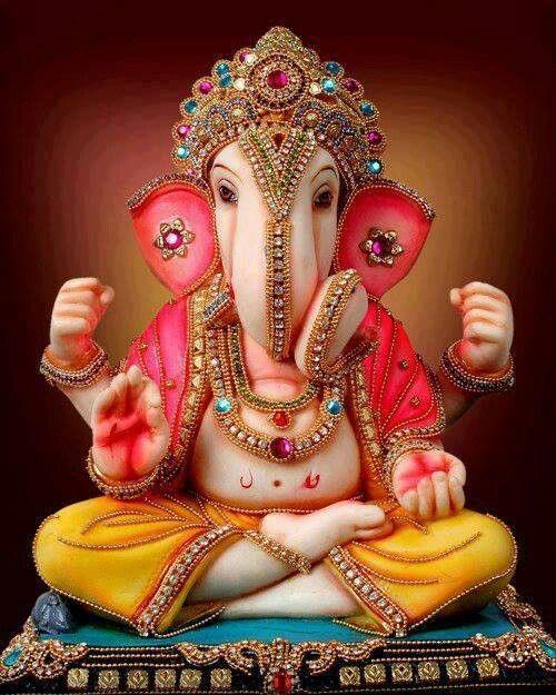 Sr. Peaceful Ganesha/removedor de obstáculos. Um dia sua mãe Durga perguntou G. p/ guardar a porta, enq. ela tomava banho. Um tempo depois, Shiva, seu pai, tentou entrar no lugar de banho escondido. Ganesha levantou-se p/o pai. Isso levou a guerra c/Shiva Nada poderia derrotá-lo até q. o rei do deus Indra usado poderoso LIGHTNING e cortou a cabeça da criança. Durga ameaçou destruir o mundo, porisso os deuses procurou por 1 cabeça e ajustou a cabeça de 1 elefante no corpo de Ganesha.