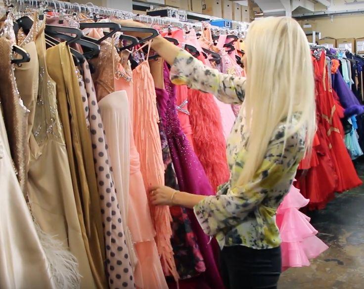 Klik ind på bloggen hvor vi viser jer kjoler til enhver anledning!👗- Mille Funk fra Vild med Dans viser også kostume afdelingen backstage 💫