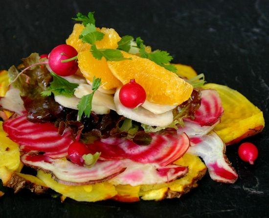 Les Casseroles de Nawal: Faux Carpaccio de Légumes de Joël Thiébault : betteraves colorées, radis rouges, feuilles de chêne, orange à l'huile d'olive citron vert et tahiné