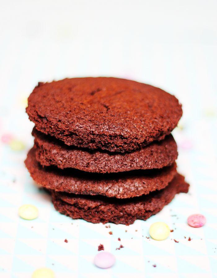 Ter ere van World Nutella Day maakte ik deze superlekkere Nutella koekjes met slechts drie ingrediënten. Het is bijna té simpel!