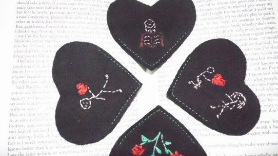 corner bookmark, felt bookmark, embroidered bookmark, heart bookmark, black bookmark, gift for reader, book accessories, anniversary gift,