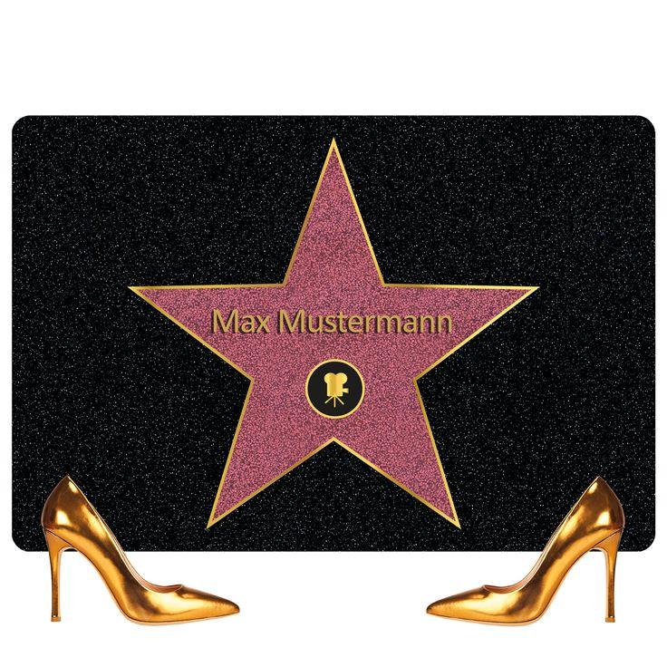 Walk of Fame : Fußmatte mit einem Stern wie in  Hollywood     Personalisierbar:  Wir drucken Ihren  Wunschnamen  auf die Matte.    Standardgröße : Praktische Größe von  60 x 40 cm  und vor jede gängige Tür passend.    Wetterfest:...