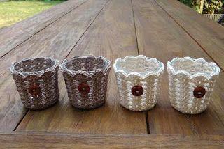 Freubelblog: Tealights. Tutorial here: http://www.naturenutnotes.com/2011/01/crochet-votive-tutorial.html. thanks so for share xox