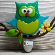 Nightlight - lightnight Small mood light for bedroom, bathroom or baby nursery room. Cat Color: Green Useful and unique, but mostly original. Fused glass Handmade  Size of approximately 3.5 inches x 4 inches  The mechanism is adapted to North American outlets (Canada and United States).  In stock! Ready to be shipped. Each creation is unique. Handmade with passion by a Quebec artisan. Each package is carefully packaged and shipped via Canada Post. Please note that colors may differ from one…