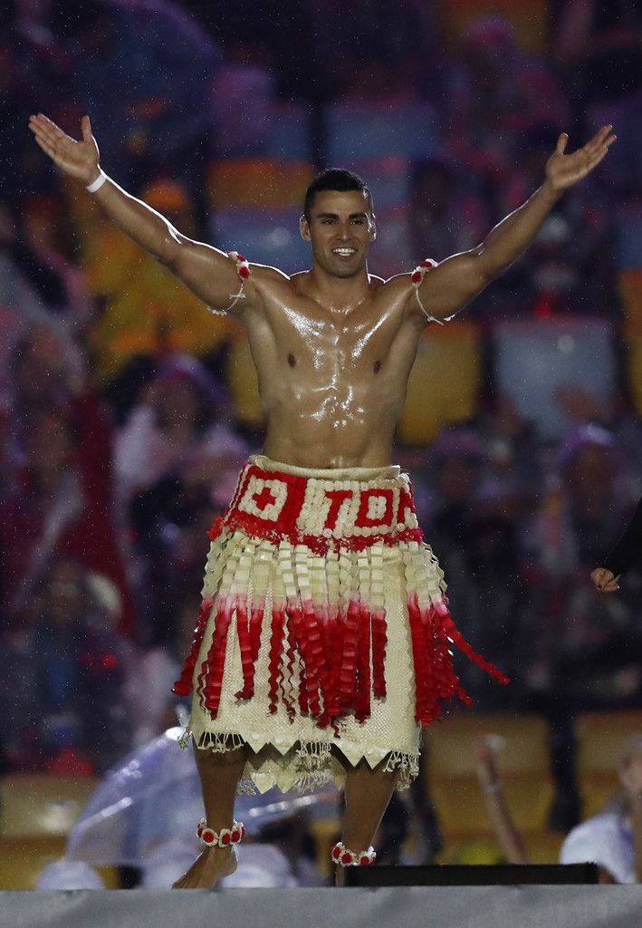 Pita Taufatofua of Tonga jumps on stage during the Closing Ceremony on Day 16 of the Rio 2016 Olympic Games at Maracana Stadium on August 21, 2016 in Rio de Janeiro, Brazil.