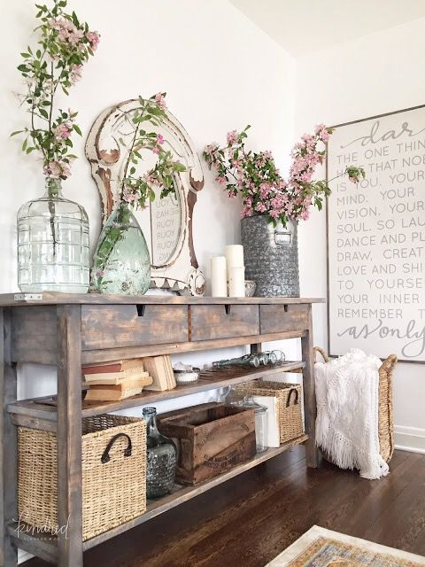 mueble rústico con plantas