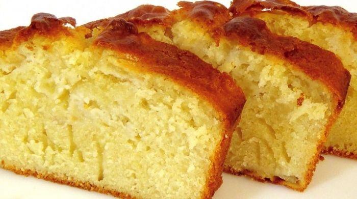 Я несколько лет жила в Варшаве, и именно там от знакомой польки, я научилась печь этот простой кекс!