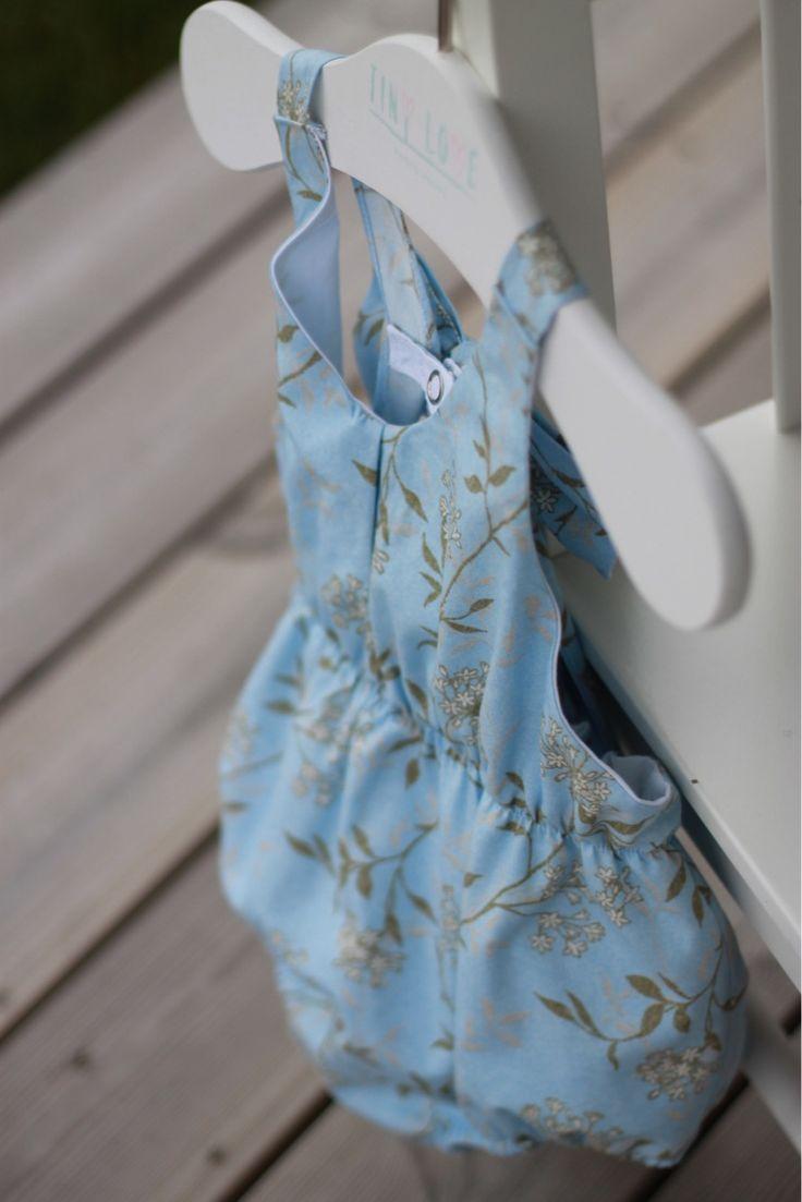 Light like clouds...🍃 Buy here: https://www.etsy.com/no-en/listing/532392911/blue-sitter-romperflower-crown-baby-girl