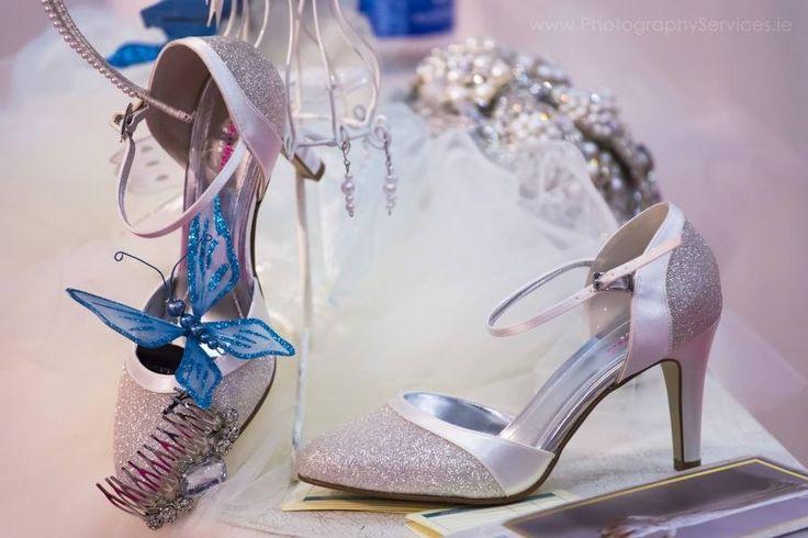 #wedding #shoes #weddingshoes #Brides #Weddingdress #weddings #weddingphotography