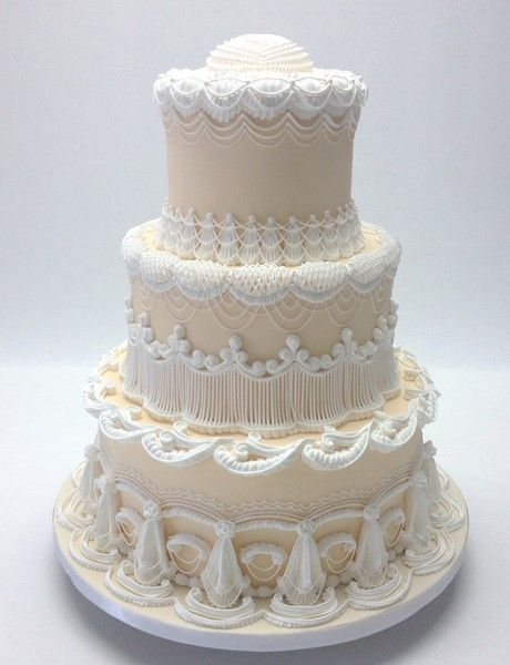 Classic Vintage Ivory White Country Club Fondant Round Spring Wedding Cake Wedding Cakes Photos & Pictures - WeddingWire.com