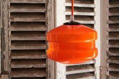 Lustre suspension vintage, ancien luminaire seventis opaline orange http://www.lanouvelleraffinerie.com/plafonniers-suspensions-lustres/491-vintage-lustre-suspension-ancien-luminaire-seventis-opaline-orange.html