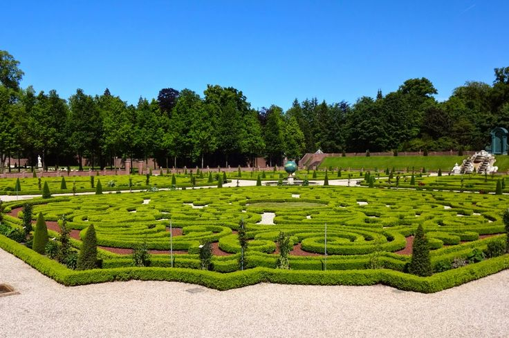 Holland - Palais Het Loo: Home of The Dutch Royalty - Ever Changing Scenery