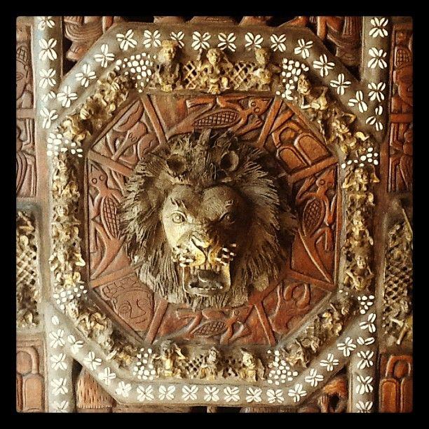 Roar! .. #african door art at #moyo Zoo Lake