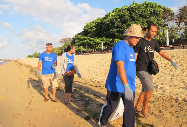 The Coral Triangle Day 2015 - Beach Cleaning
