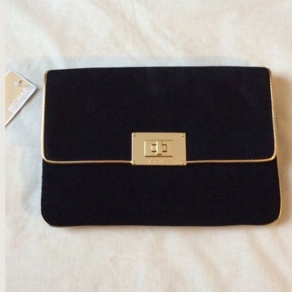 """•HP• ❤️ NWT Suede Michael Kors Purse ⚡️ SALE Brand New with tags Black suede clutch with gold strap -100% authentic  -Genuine leather, suede   -Bag Height (in): 6"""" -Bag Depth (in): .5"""" -Bag Width (in): 10.5"""" -Strap Drop (in): 11.5""""  No Trading  Reasonable offers are welcomed  ⚡️⚡️️Sale Michael Kors Bags"""