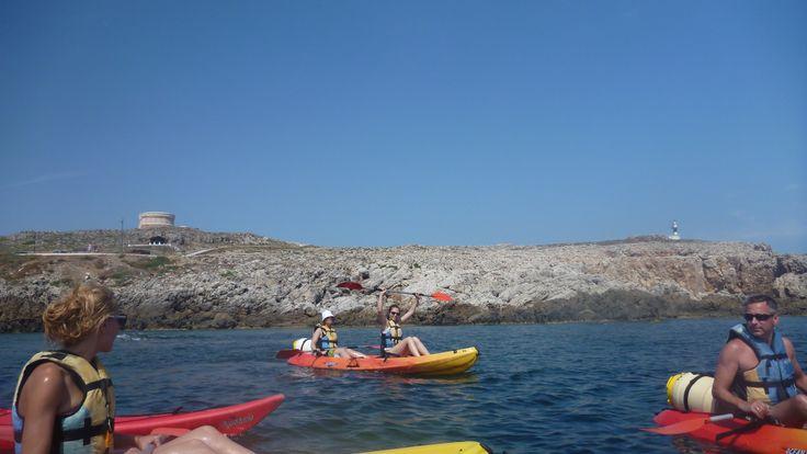 Saliendo de la bahia de fornells..!!! katayak.net kayaking, happy, mar, sol, natura
