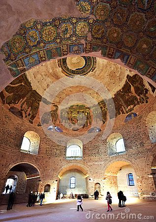 The magnificent main hall of Rotunda, a Roman period temple of Thessaloniki with its amazing mosaics. Walking Thessaloniki app, Route 04 - Galerius