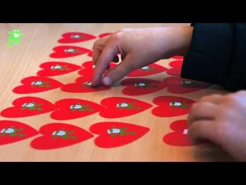 Uitleg van het spel 'Verliefde-harten memory'. Doel: memoriseren van het aanvullen tot 10.