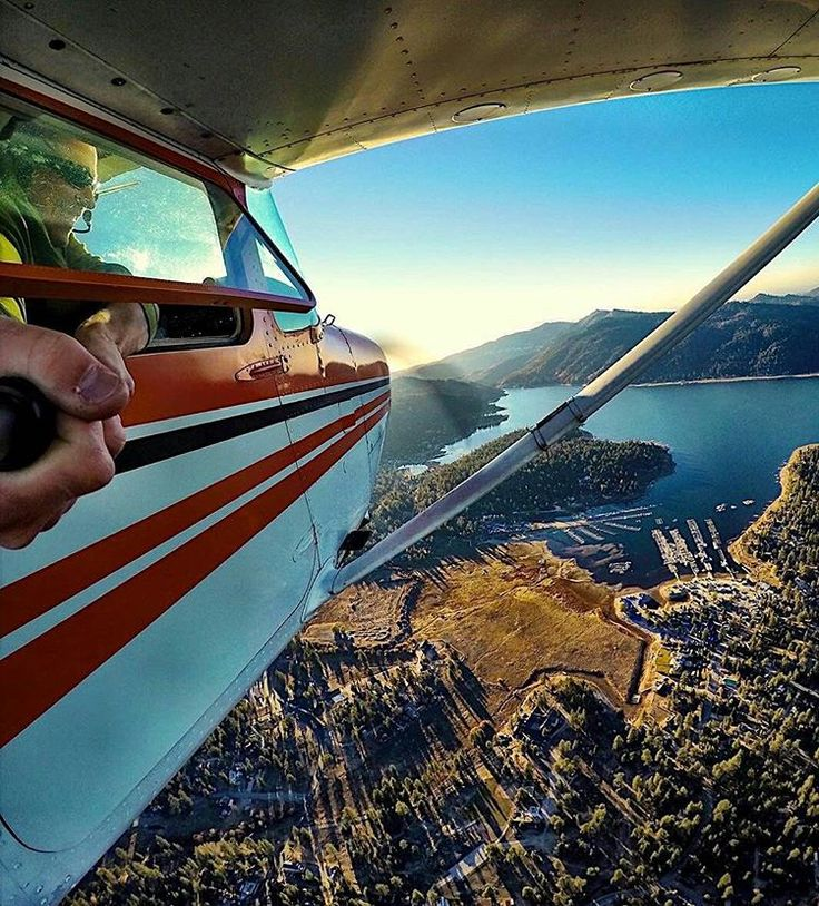 """""""It's Monday! Time for some flying and some #igaviationselfies ! Great selfie by @_jarnoldair_ , inflight Cessna 172"""""""